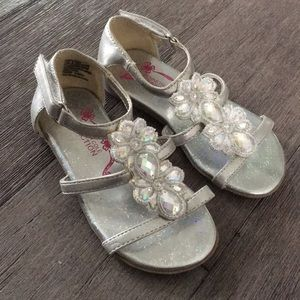 Kenneth Cole silver sandals 8